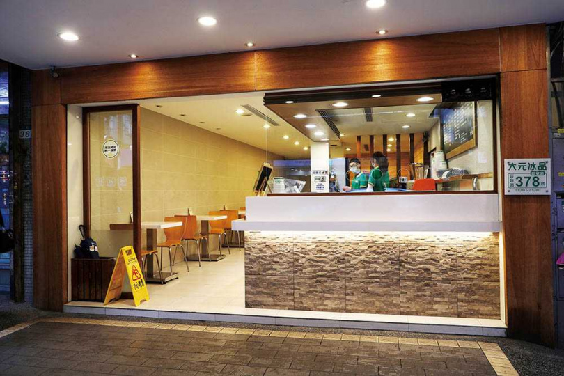 「大元冰品」的店面明亮整潔,用餐空間寬敞舒適。