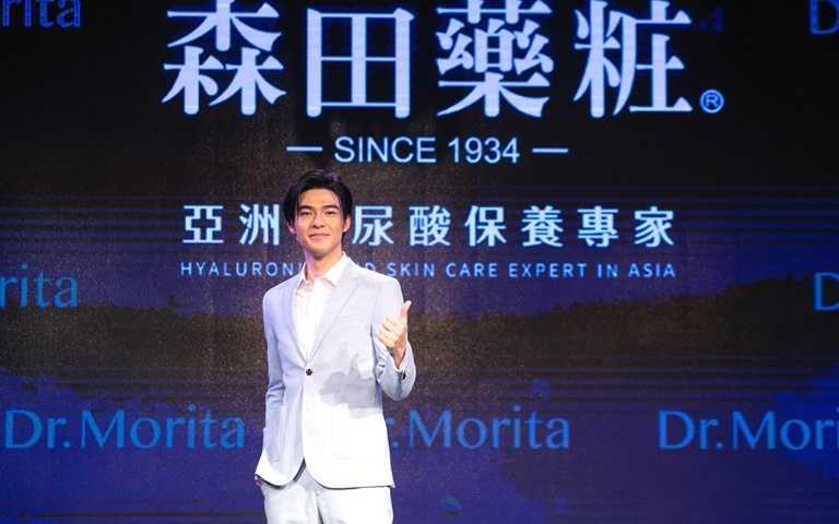 陳昊森說他認識森田藥粧,是因為他生平敷的第一張面膜,就是偷用媽媽買的森田面膜。