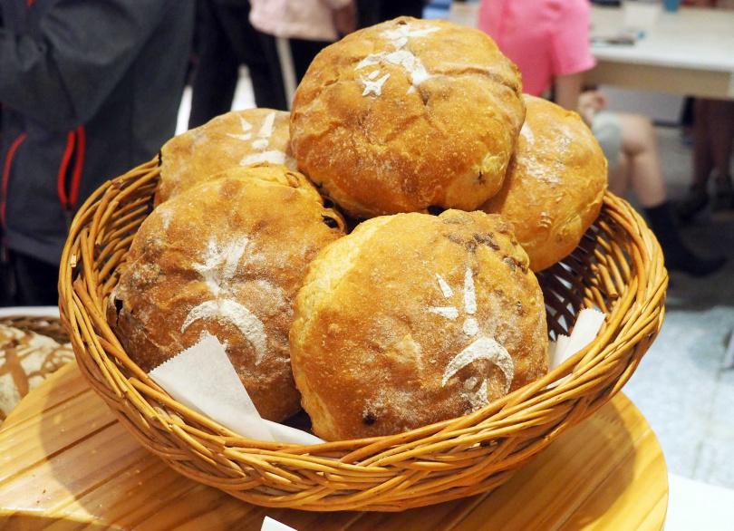 線上烘焙課程將可學習製作酒釀桂圓等麵包品項。(圖/魏妤靜攝)