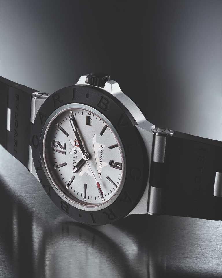 BVLGARI「Bvlgari Aluminium」Steve Aoki特別版腕錶,搭載鋁合金錶殼與橡膠錶圈╱94,500元。(圖╱BVLGARI提供)