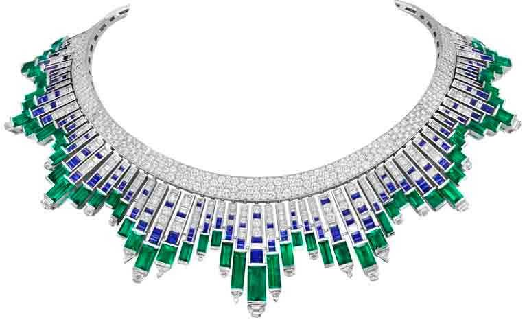 Van Cleef & Arpels「Sous les Étoiles」系列高級珠寶,「Nuée d'émeraudes」項鍊,白K金、鉑金、96顆共重約62.30克拉的阿富汗祖母綠、祖母綠、藍寶石、鑽石。(圖╱Van Cleef & Arpels提供)