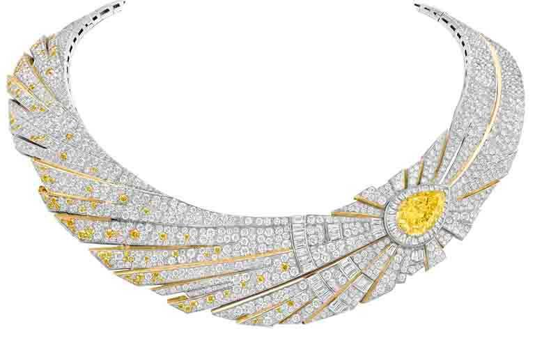 Van Cleef & Arpels「Sous les Étoiles」系列高級珠寶,鑲嵌可互換式圖騰的「Halley」項鍊和戒指,白K金、黃K金、1顆重11.29克拉的艷彩黃鑽、1顆重3.26克拉的DFL級梨形鑽石、黃鑽及白鑽。(圖╱Van Cleef & Arpels提供)