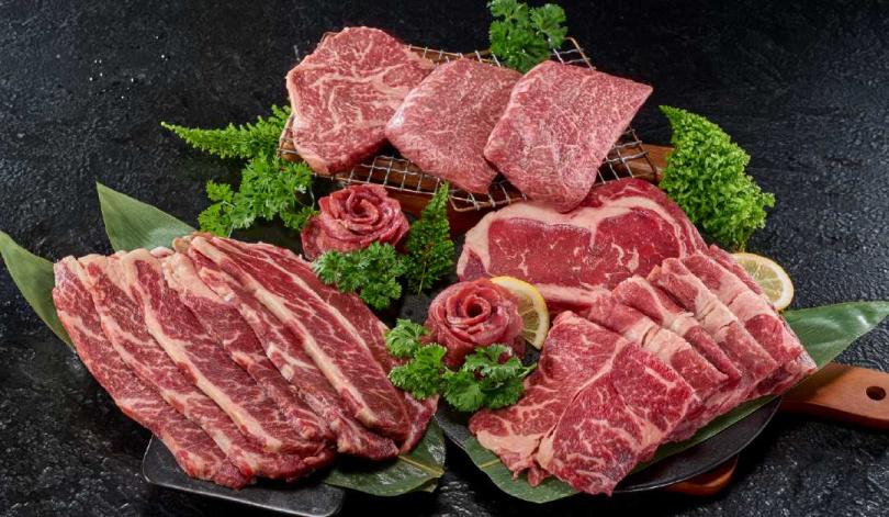 「PRO夢幻雙和牛組」選用澳洲M8+的法蘭克牛排及和牛板腱,並嚴選美國Choice特級肋眼牛排、特級翼板和紐西蘭草飼老饕牛舌等等,重達1.95公斤。