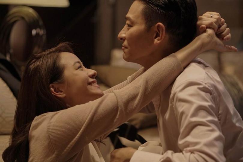 林嘉欣(左)與劉德華在《掃毒2 天地對決》中飾演夫妻。(圖/華映提供)