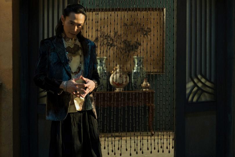 田士廣劇中演出英年早逝的厲鬼,戲外則是虔誠修佛。(圖/Netflix提供)