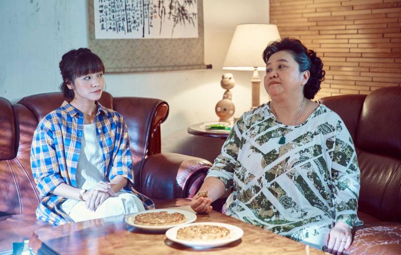 金鐘視后的世紀PK (左)黃姵嘉(右)鍾欣凌《我的婆婆》爆笑過招。(圖/公視)