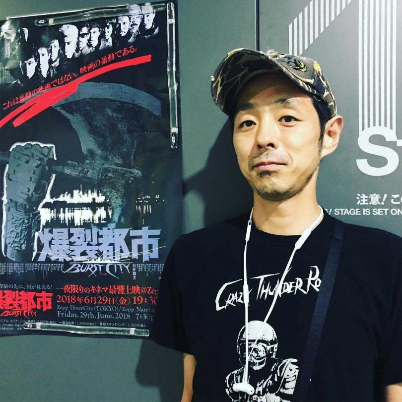 宮藤官九郎感染新冠肺炎,他透露目前只有發燒,沒有肺炎和感冒的症狀。(圖/翻攝自宮藤官九郎IG)