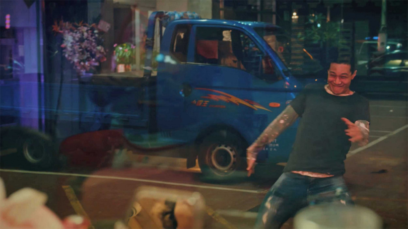 《做工的人》薛仕凌飾演以貨車為家的怪手司機。(圖/大慕影藝提供)