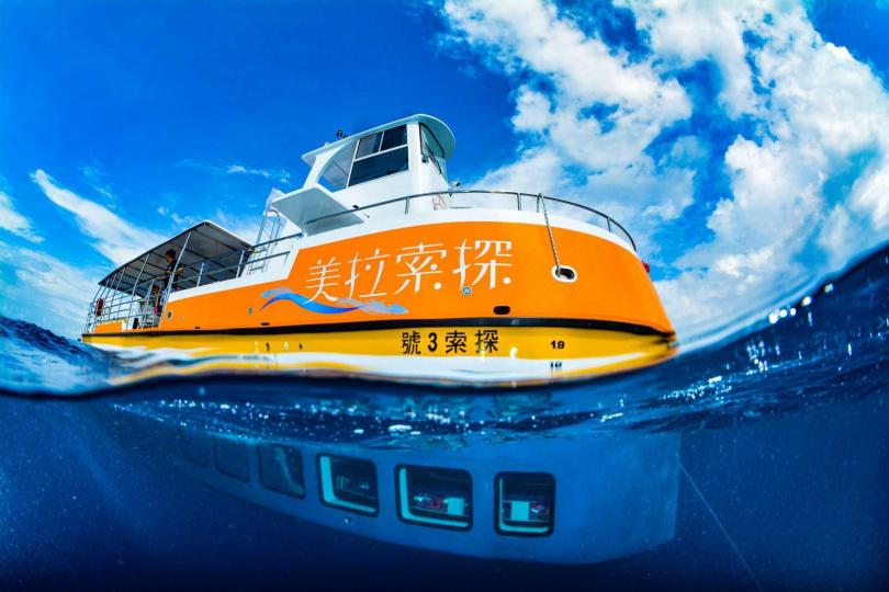 搭乘半潛艇探索台灣最大的珊瑚礁島嶼小琉球。(圖/KLOOK提供)