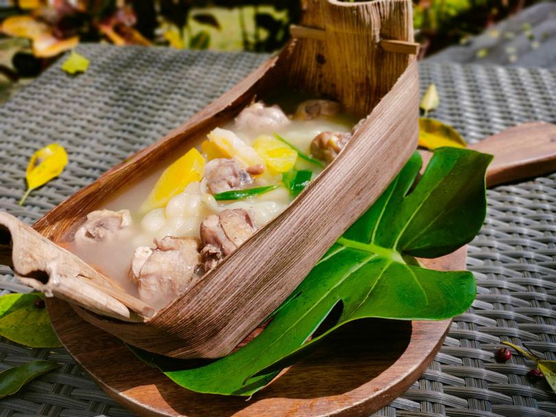 刺蔥鳳梨苦瓜雞湯。(圖/太魯閣晶英酒店提供)