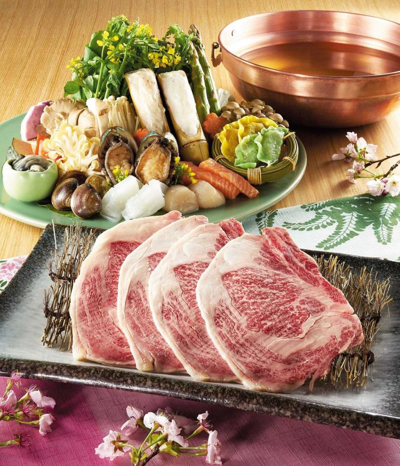 和牛海鮮涮涮鍋。(圖/呷哺呷哺提供)