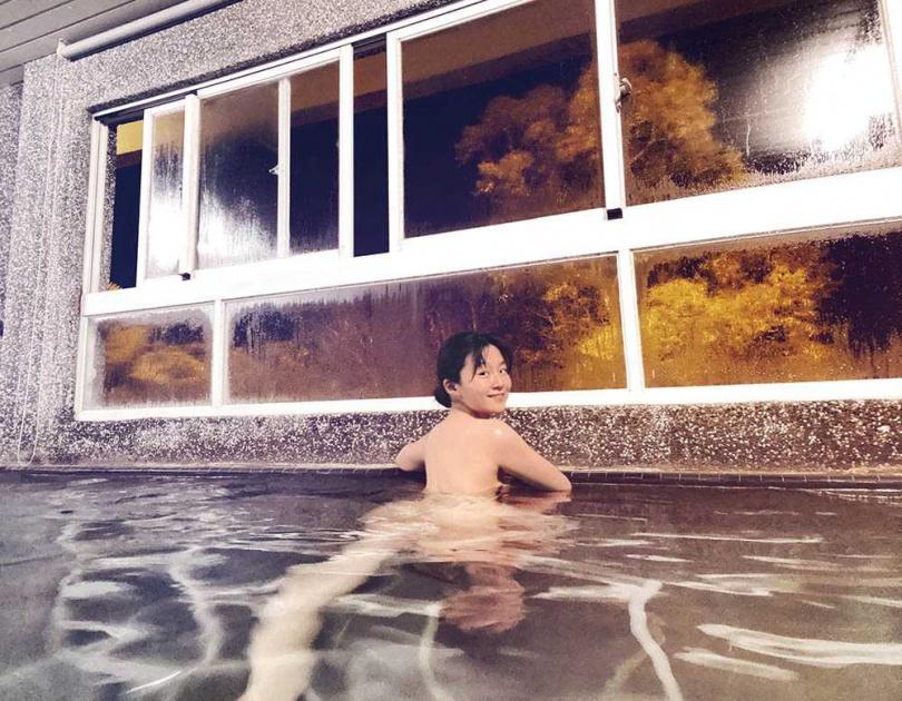 這次楊小黎相中有神仙湯的度假村,更獨享了大眾池溫泉。(圖/楊小黎提供)