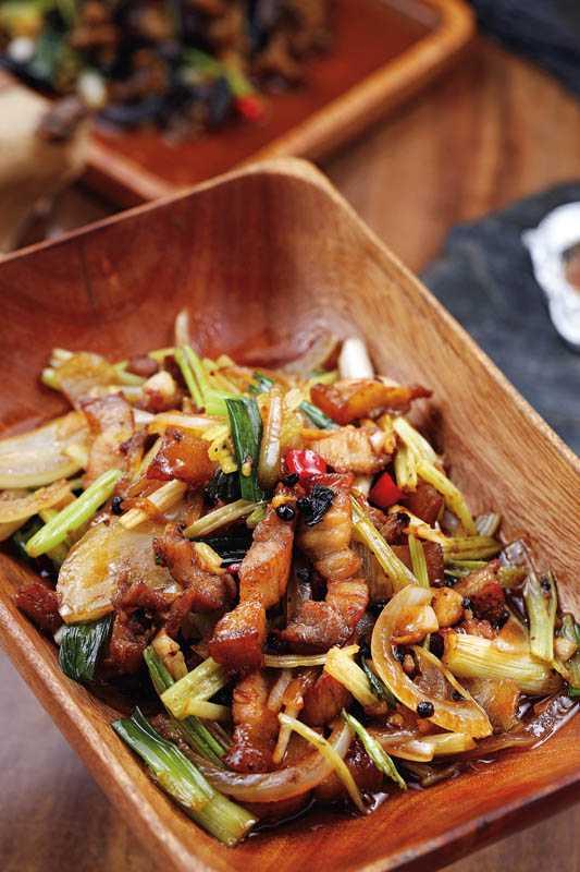 「馬告鹹豬肉」將鹹豬肉與近來火紅的原住民香料馬告一起熱炒,增添清新的辛香。(250元)(圖/于魯光攝)