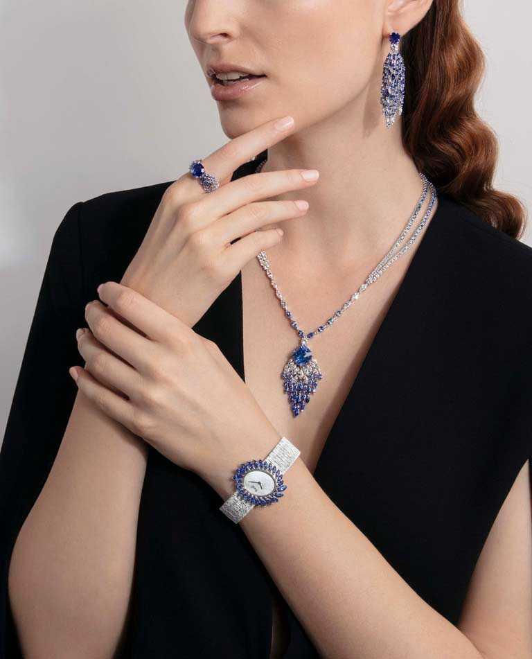 PIAGET「Golden Oasis系列」之「Desert Minerals-Blue Waterfall」藍寶石頂級珠寶腕錶。(圖╱PIAGET提供)