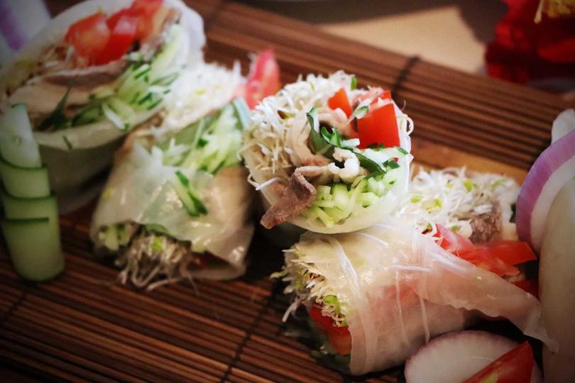 越南牛肉米紙捲。(圖/板橋凱撒朋派自助餐廳提供)