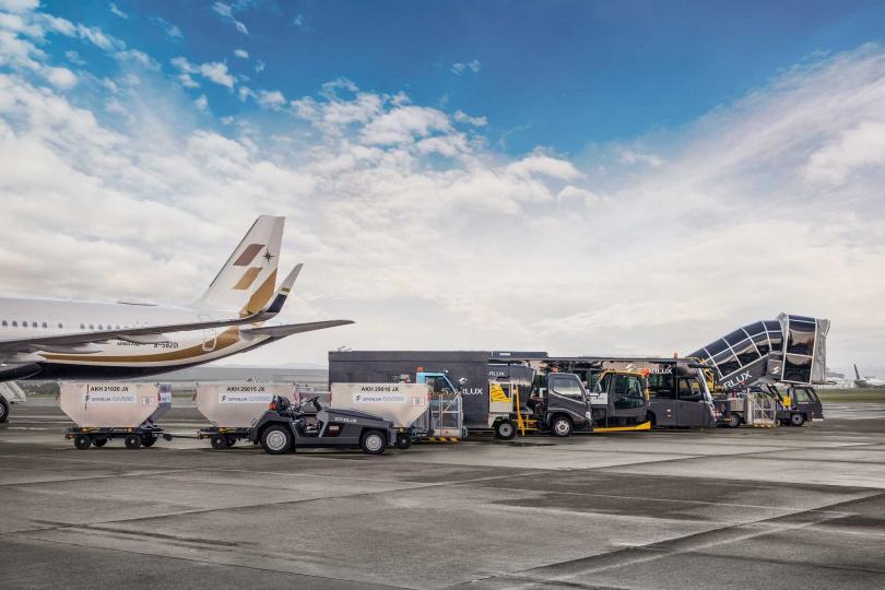 多種勤務車隊於機坪一字排開迎接旅客。(圖/KLOOK提供)