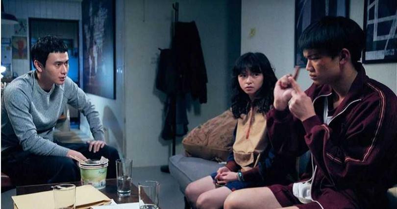 《無聲》中劉子銓與陳姸霏飾演學生,劉冠廷飾演老師。