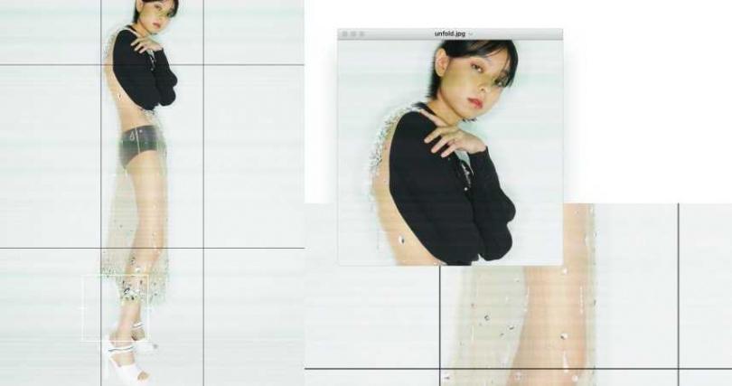 MIU MIU 水晶綴飾透視洋裝/價格未定;PRADA 針織短褲/價格未定、運動感露趾跟鞋/價格未定。(圖/戴世平攝)