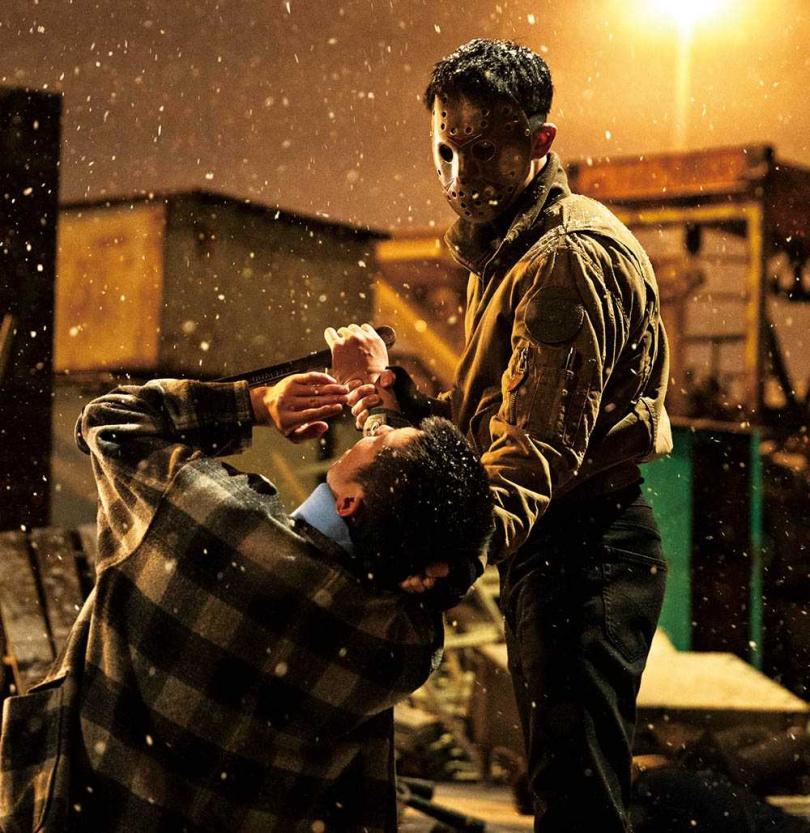李帝勳飾演的金道奇,白天是平凡的計程車司機,夜裡則變身懲奸除惡的暗黑英雄。(圖/friDay影音提供)