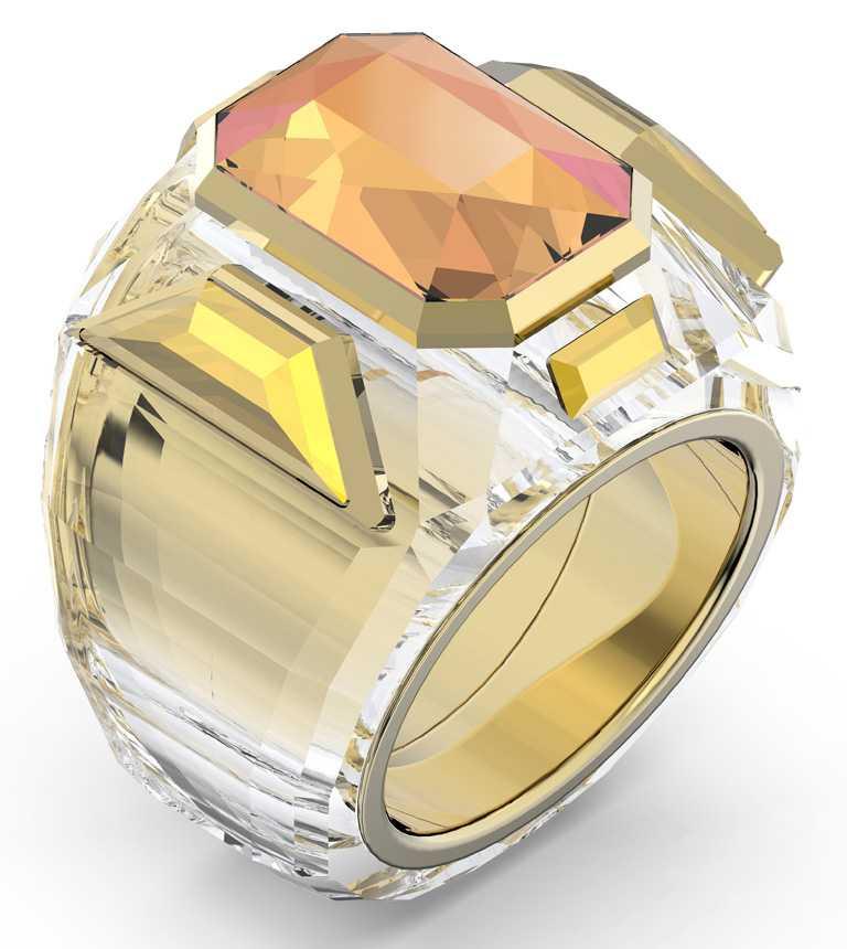 SWAROVSKI「Wonderlab Collection I」系列,CHROMA豔彩水晶Cocktail戒指╱12,900元。(圖╱SWAROVSKI提供)