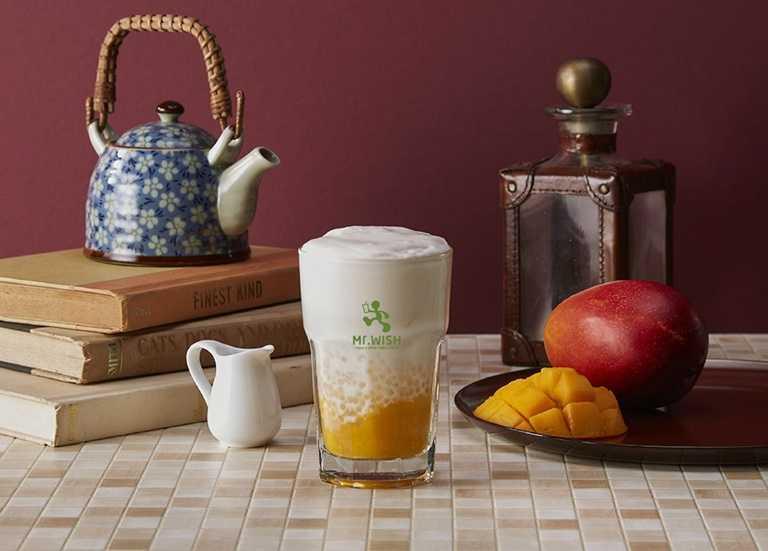 「芒果奶撈」將愛文芒果鮮搗果泥與牛奶冰沙結合,再加入西米露。(65元)
