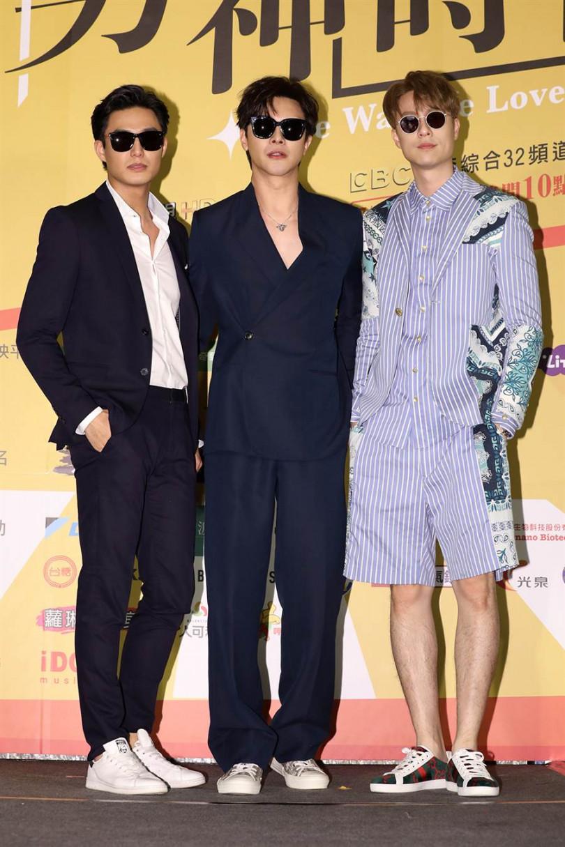 謝佳見(中)、劉書宏(左)、安俊朋在《男神時代》都有露肌演出。(攝影/張祐銘)