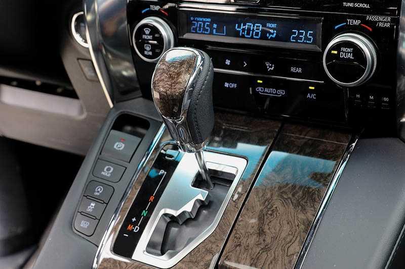 搭配Direct-Shift 8速手自排變速箱,擁有10.2km/l的油耗表現。(圖/王永泰攝)