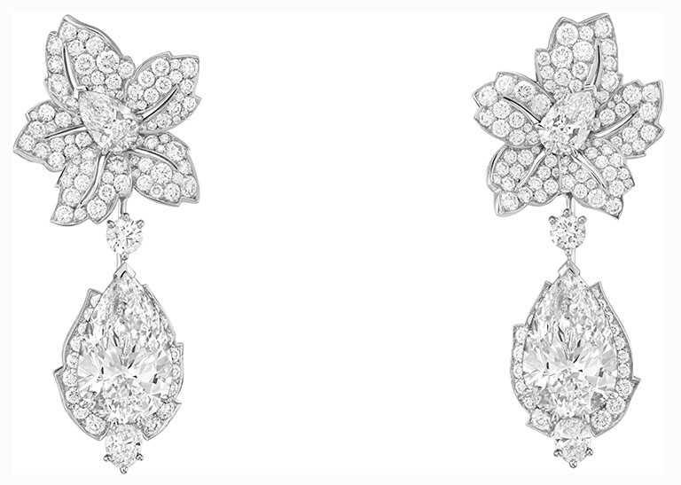 Van Cleef & Arpels「Tendresse Étincelante可轉換式耳環」,白K金、1顆重10.15克拉的DFL 2A級梨形鑽石、1顆重10.06克拉的DFL 2A級梨形鑽石、鑽石。(圖╱Van Cleef & Arpels提供)