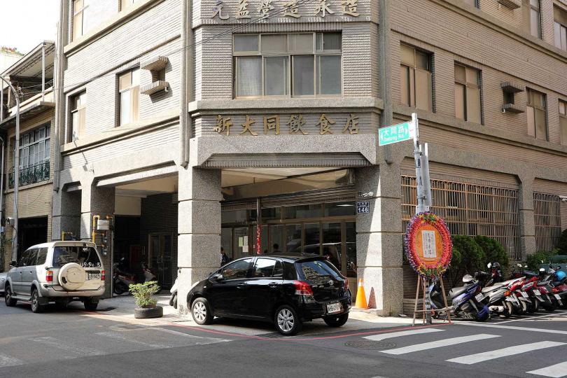 「新大同飲食店」只營業到下午4點,想吃的食客得早點上門。(圖/于魯光攝)