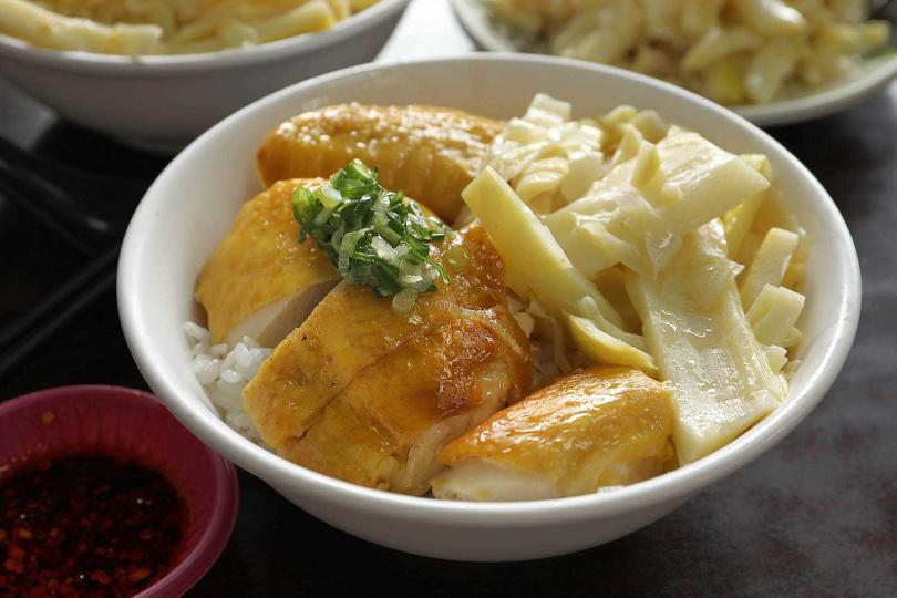 「文昌雞飯」吸附滿滿雞汁的白飯,配上鮮美的白斬雞,令人回味無窮。(75元)(圖/于魯光攝)