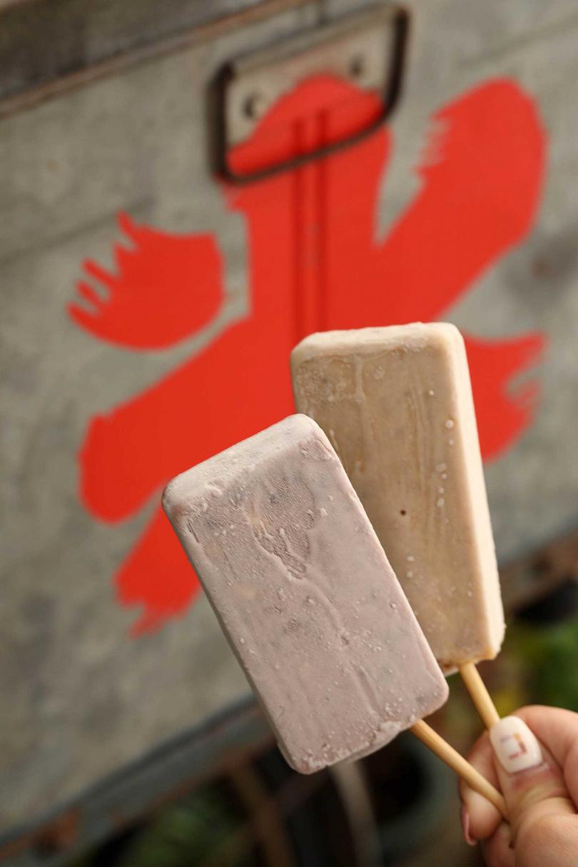 紅豆及花生口味的古早枝仔冰,是店內最有人氣的產品。(14元/支)(圖/于魯光攝)