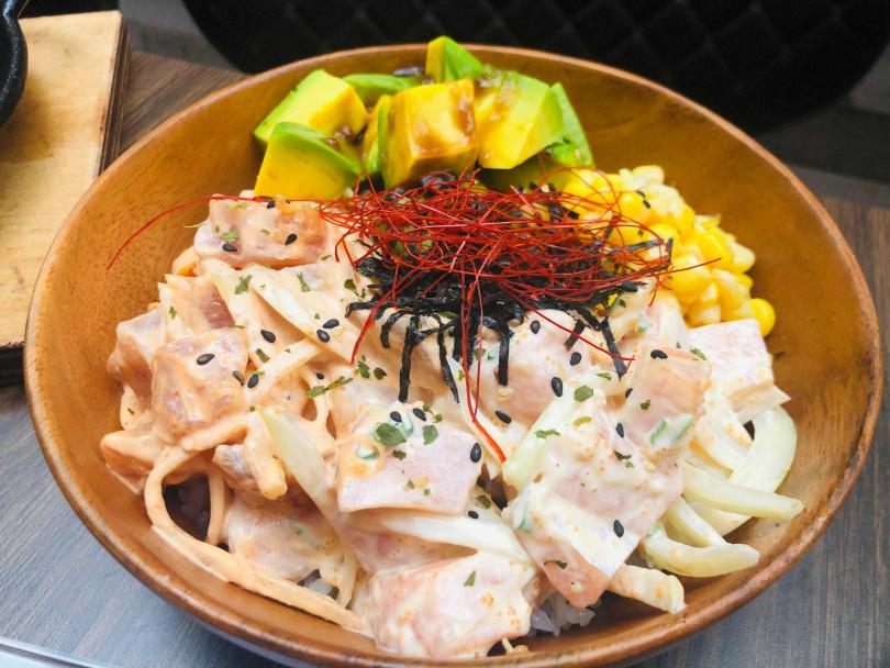 夏威夷生魚飯。(圖/余玫鈴攝)