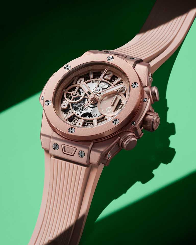 HUBLOT「Big Bang系列Millennial Pink千禧粉」腕錶,緞面拋光粉紅氧化鋁錶殼,粉紅橡膠錶帶,42mm,限量200只╱651,000元。(圖╱HUBLOT提供)