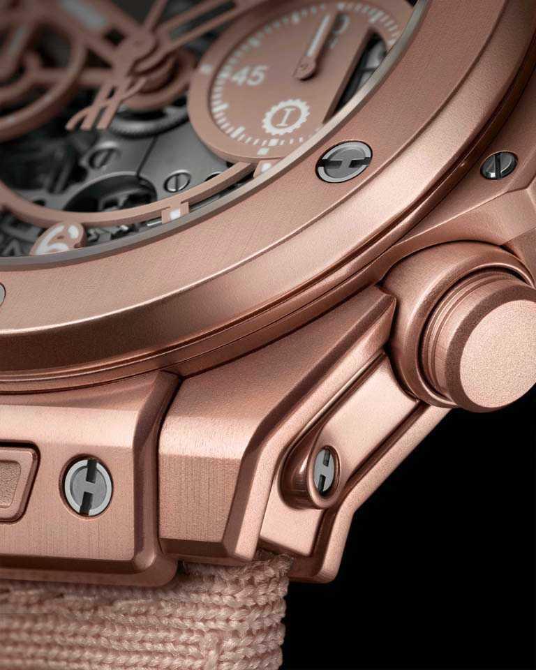 HUBLOT「Millennial Pink千禧粉」腕錶的錶殼,採用透過陽極氧化處理的鋁質鑄造,具有耐刮、抗衝擊的機能。(圖╱HUBLOT提供)