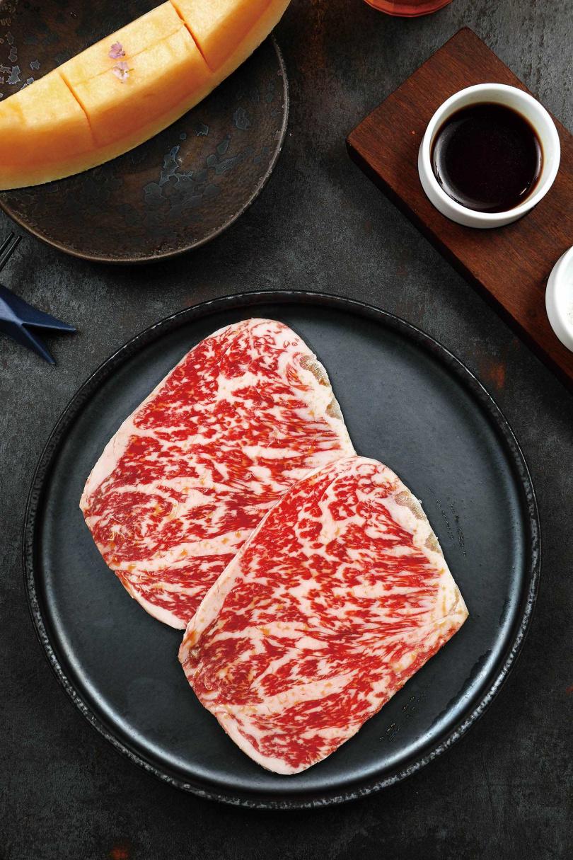 「Wagyu日本和牛|和牛佐季節水果」用水果的甜味提升和牛風味,完美結合兩者。(680元)(圖/于魯光攝)