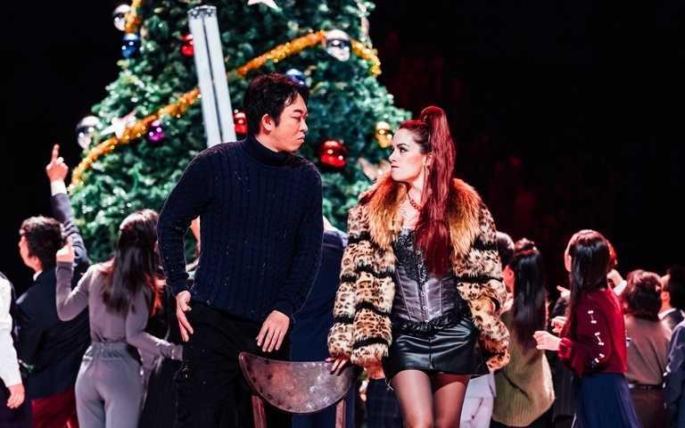2020年的歲末,以這齣耶誕為背景經典歌劇作為最佳耶誕禮物送給所有歌劇同好。
