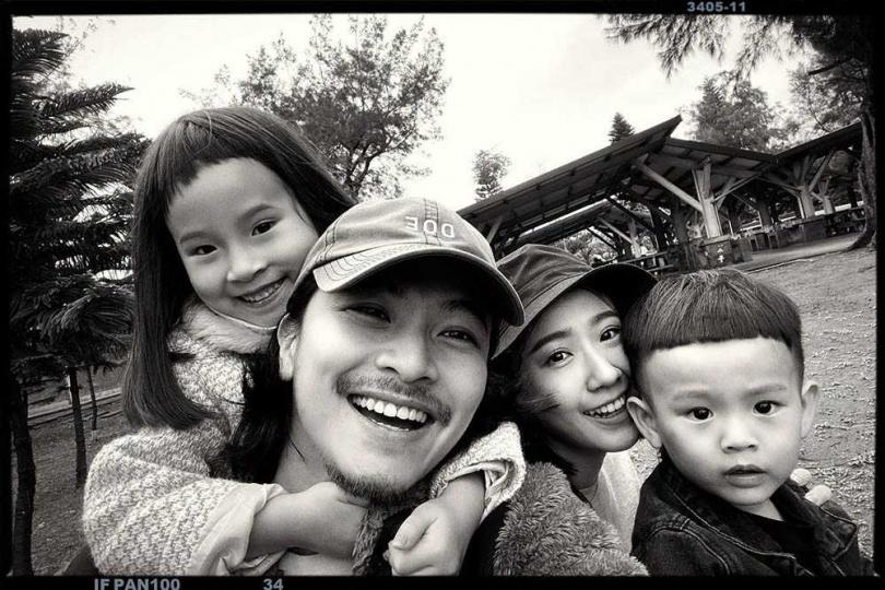 與老公楊銘威育有一對兒女Mia、Sunny,但方志友完全看不出是二寶媽。(圖/翻攝自方志友臉書)