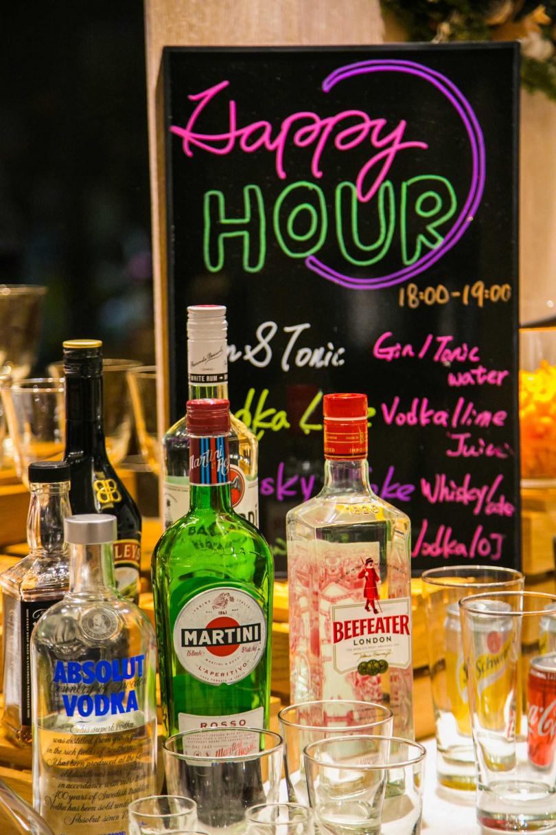 到了周末,飯店會於「Happy Hour」時段提供調酒給房客享用。(圖/JÒHŌ HOTEL提供)