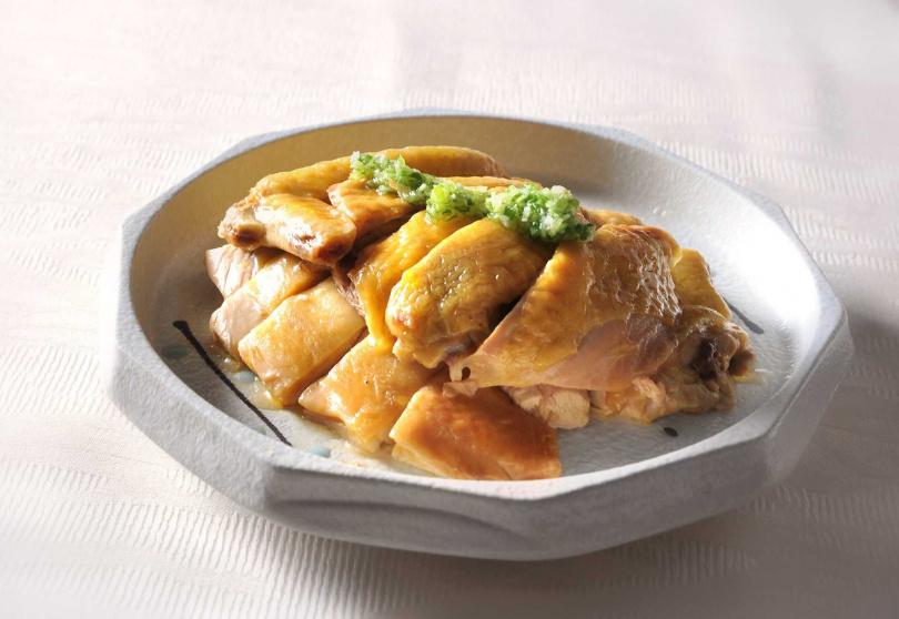 黃油玉米雞佐主廚特製珠蔥醬。(圖/台北凱撒大飯店提供)