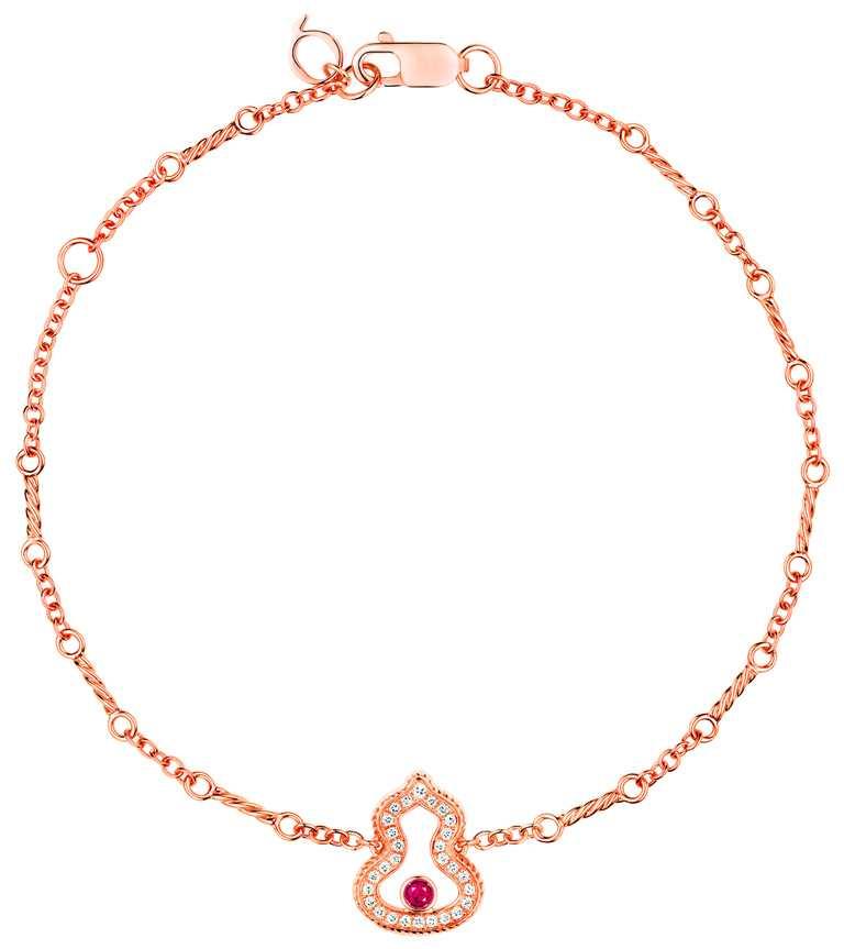 Qeelin「Wulu Legend」系列(日常款),18K玫瑰金鑽石紅寶石手鍊╱58,500元。(圖╱Qeelin提供)