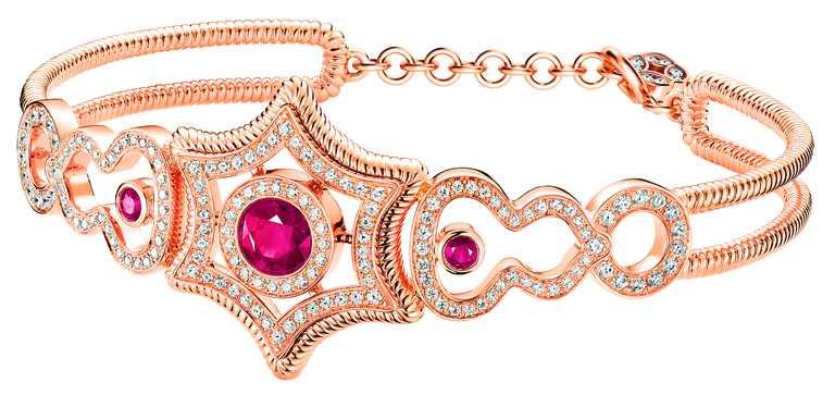 Qeelin「Wulu Legend」系列(高訂款),18K玫瑰金鑽石紅寶石手環╱價格店洽。(圖╱Qeelin提供)
