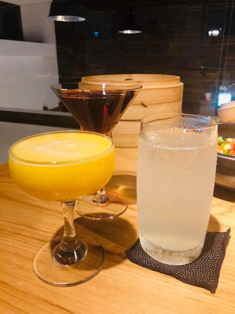 時代調酒「國民特調」、「芒果莎莎」、「刺蔥綠蘇打」。