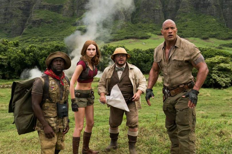 巨石強森(左起)、傑克布萊克、凱倫吉拉和凱文哈特再次加入《野蠻遊戲:全面晉級》中演出。(圖/索尼影業提供)