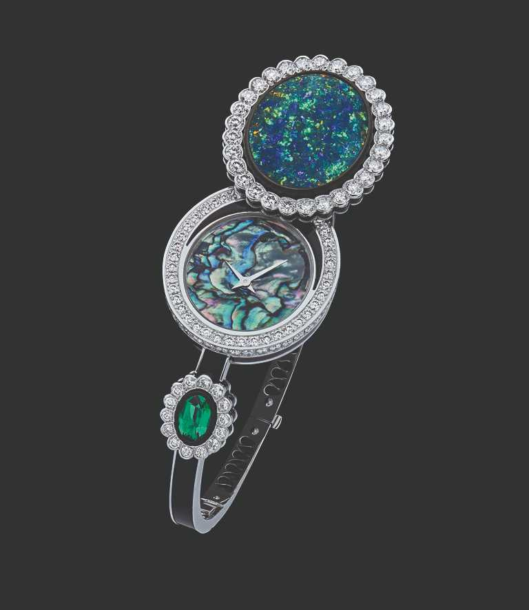 「Dior et Moi系列」神秘錶,主石鑲嵌8.62克拉澳大利亞蛋面切割黑色蛋白石╱13,500,000元。(圖╱Dior提供)