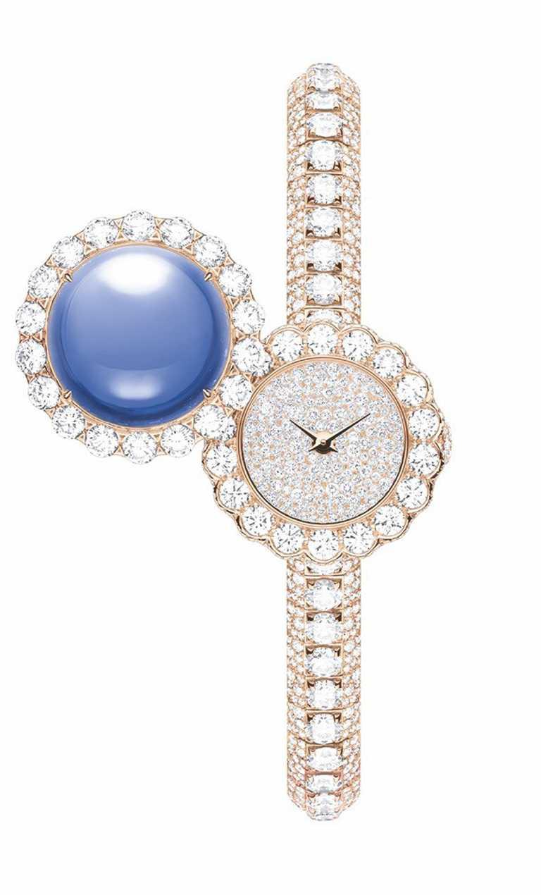 Dior「La D de Dior Précieuse à Secret」藍寶石鑲鑽腕錶,鑲鑽旋轉錶蓋飾15.05克拉緬甸藍寶石╱14,000,000元。(圖╱Dior提供)
