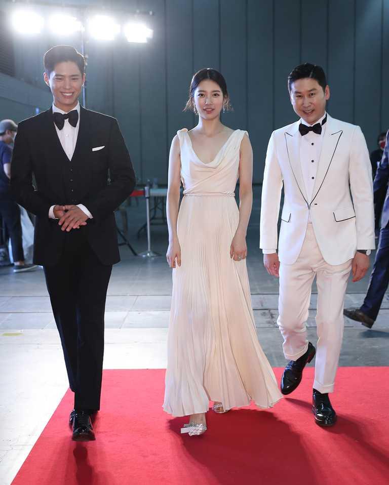 連續五年主持「百想藝術大賞」頒獎典禮的秀智,選擇DIOR服裝與高級珠寶出席。(圖╱取自網路)