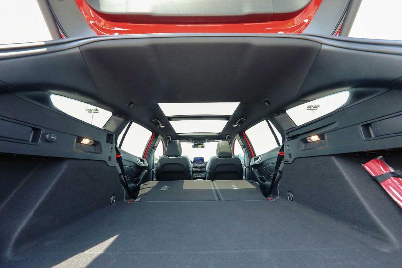 行李廂空間多達649公升,後座倒平時更提升到1,576公升。(圖/王永泰攝)