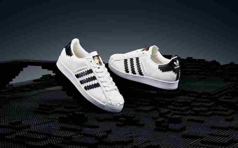 adidas Originals LEGO® Superstar鞋款/5,290元(圖/品牌提供)