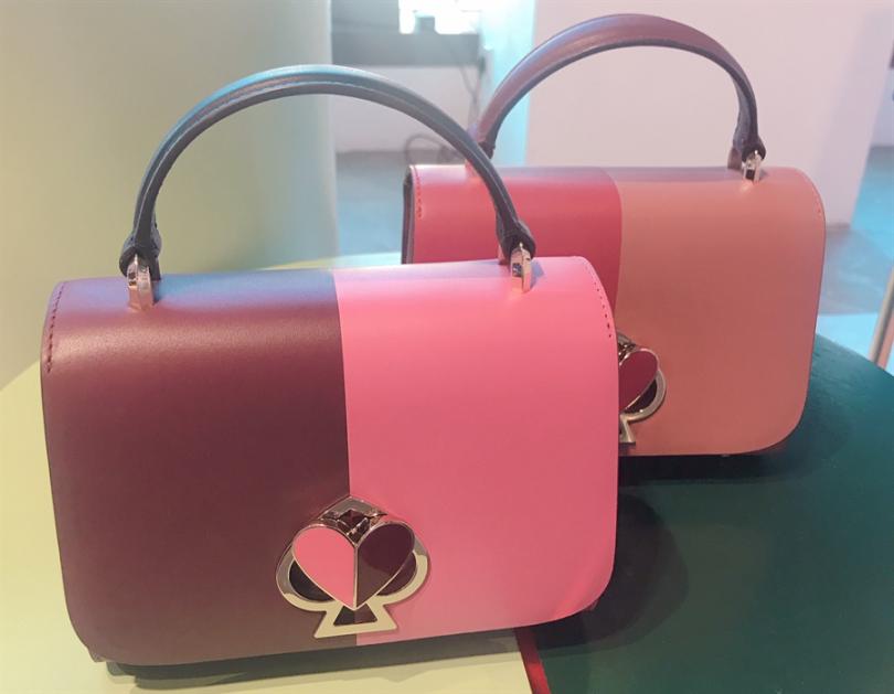首推人氣Nicola Twistlock Top Handle包款,簡單配色怎麼搭都好看。