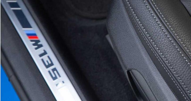 對許多BMW車迷來說,這個淺藍、深藍、紅色線條組成的M標誌,就是象徵性能的夢幻逸品。(圖/黃耀徵攝)